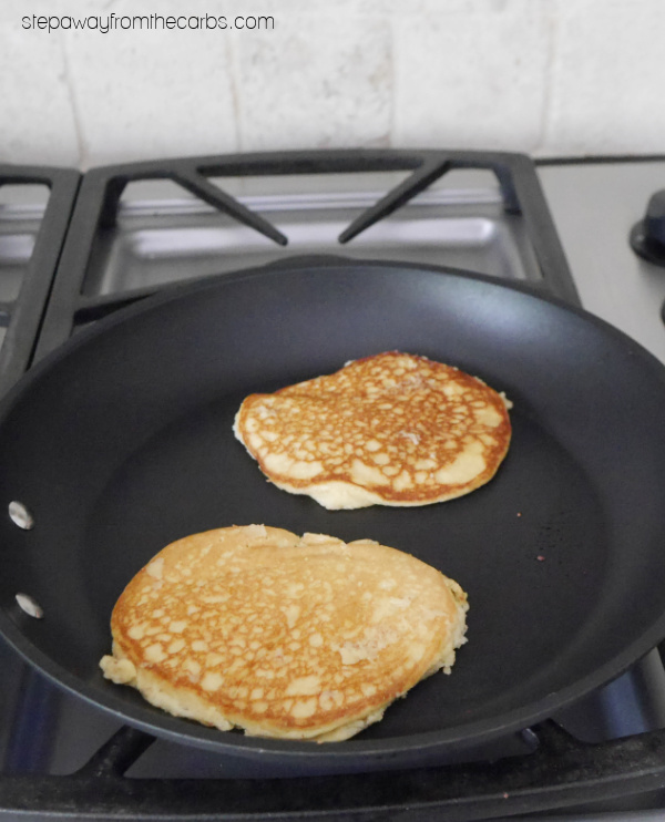 Low Carb Almond Pancakes - a keto-friendly and sugar-free breakfast or brunch recipe!