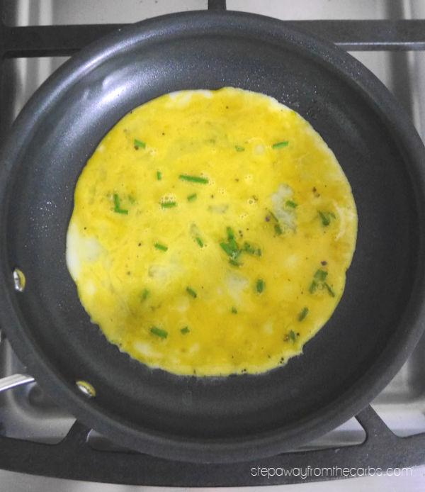 Low Carb Egg Wraps - 0.4g net carbs per wrap plus fillings!