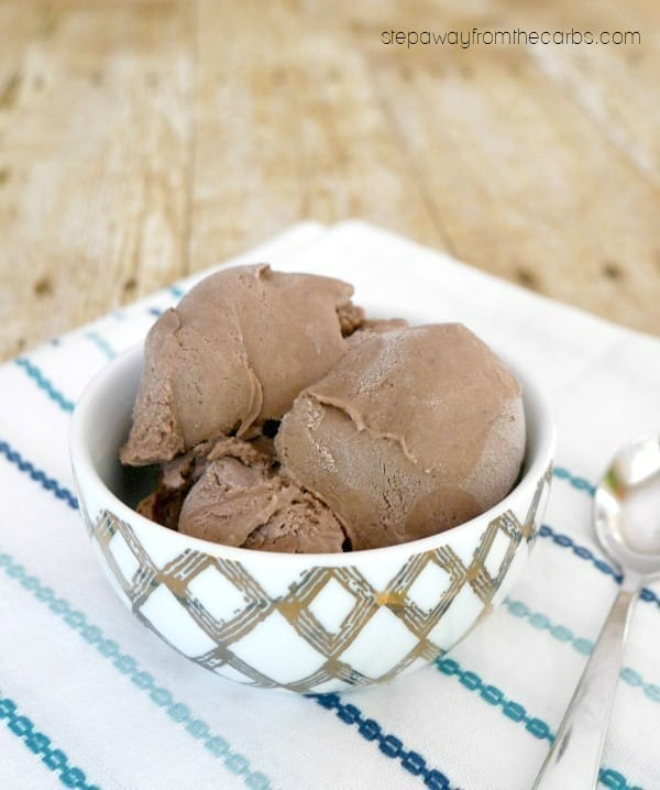 Low Carb Chocolate Ice Cream with Collagen - a sugar free and keto recipe