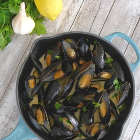 Steamed Mussels with Garlic and Lemon