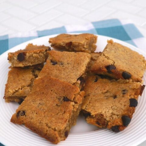 Low Carb Chocolate Chip Cookie Bars
