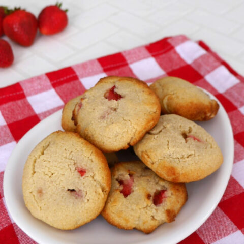 Low Carb Strawberry and Almond Cookies