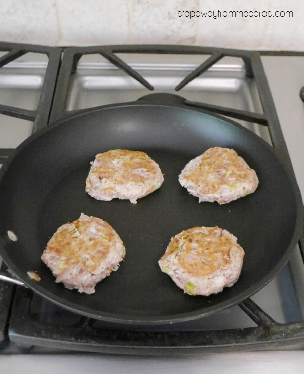 Easy Keto Tuna Patties - a super quick and tasty recipe that's very low in carbohydrates!